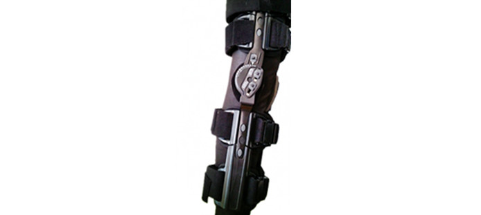 hinged knee brace 3